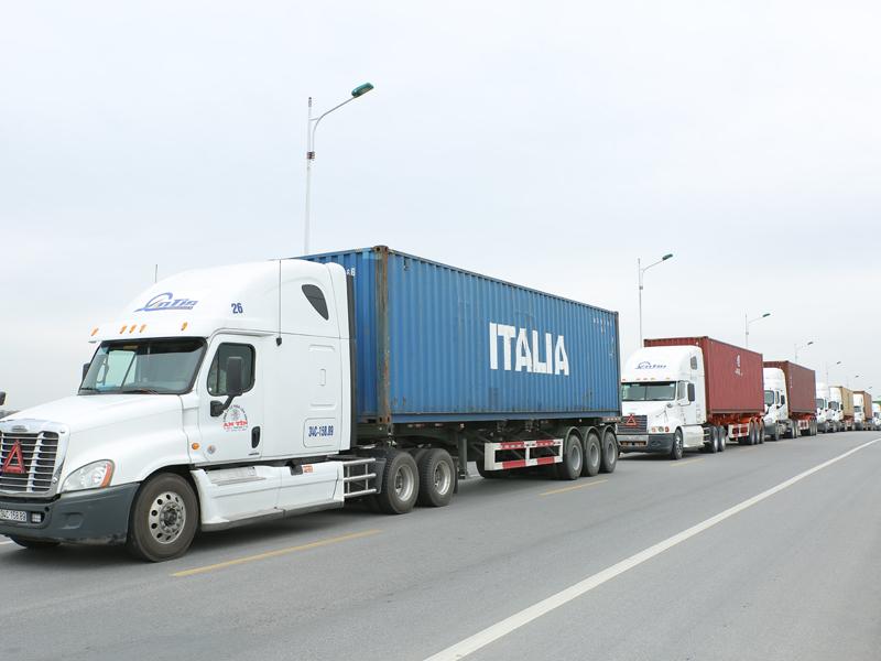 vận chuyển hàng hóa nhà bè